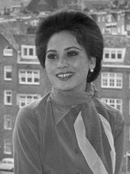 400px-Ratna_Sari_Dewi_Sukarno_(1970).jpg